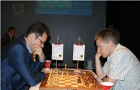 Петер Леко - Майкл Адамс (Foto: sparkassen-chess-meeting.de)